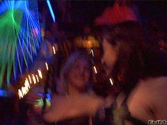 Melisse und Katsuni habe unangenehme Tagung in den Club