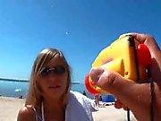 Geile Frau lasst sich im Urlaub hart ihre Fotze Ficken