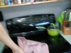 Küche Sex, ich spritzen zweimal leckt er es aus dem Boden