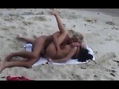 Amateur-Mädchen auf öffentlichen Strand Masturbieren