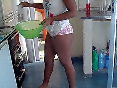 minha esposa na cozinha
