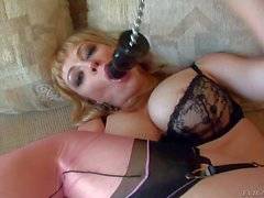 Adrianna Nicole bangs herself with glass dildo