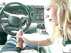 Pis Dövmeli Sluts ile otomobil Handjobs