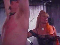Esclaves fait attacher et torturé par ses maîtresses impitoyable