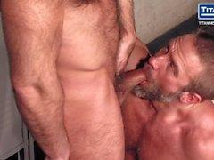 Sweat: Jesse Jackman & Dirk Caber - Ass fucking in the locker room