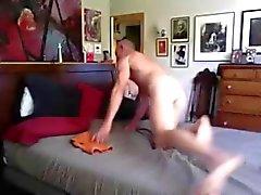 Uzun boylu Büyük The Cock Baba spanks ile Twink besler