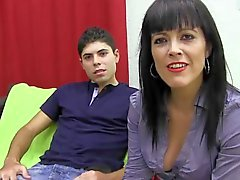PUTA LOCURA Latina caliente madura que le gusta joven pistolero