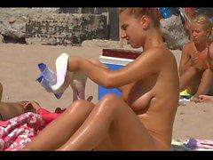 Stora boobiesna On The Beach