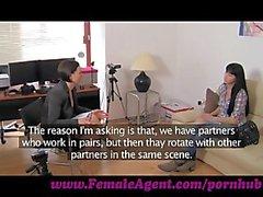 FemaleAgent . Искра лесбийской желании