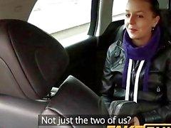 FakeTaxi Schwarze behaarte Babe fickt die Taxifahrer