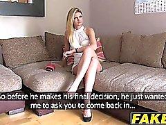 Sexy Blondine Eva reitet einen harten Schwanz auf einem Casting-Shooting