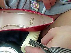 masterbating со своим фаллоимитатором а красными насосах