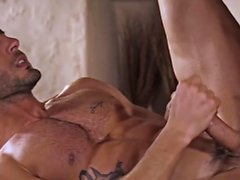 Tatuaje gay sexo anal y corrida