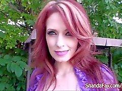 Kinky MILF canadienne Shanda Fay Gets Fucked In Her Backyard!