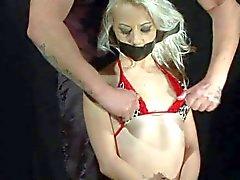 Wachs mit kleiner Titty blonden Sklavin Chocky Weiße Spiel