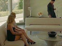 Füchsin Rich-Boss Ruft Dreier mit zwei Blondinen