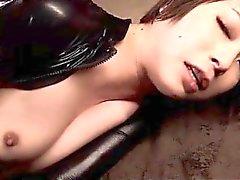 Le tabagisme Hot Babe évaluation conjointe dans en latex martelé de sa foune sexy