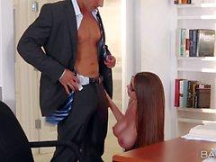 Bir busty Temptress Brooklyn Chase ile Office affair