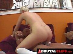 BrutalClips - Blondie ToyGirl a Justin Long della BBC