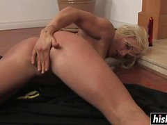 Amateur blonde plays with her cunt