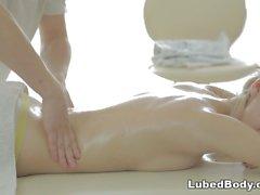 Sexo anal após massagem quente - Aruna Aghora