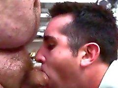 Lange Haare Jungen gerade Homosexuell Sex ersten Mal Öffentliche Homosexuell mit