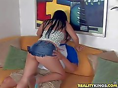 Runda ass Latina Isabellas Cruz i rem trosor