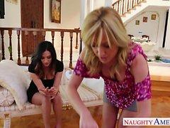 Cutie Lesbierinnen Angela Sommers sowie Jelena Jensens Spielzeug Pussys