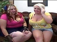 Bella Полногрудые и Скарлетт Наслаждаясь обществе друг друга