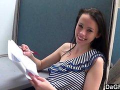 Molası sırasında ofisinden berbat Gençlerin yeni bir işçi