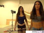 Jessica Jaymes ve Kendall Karson büyük beyaz horoz emmek