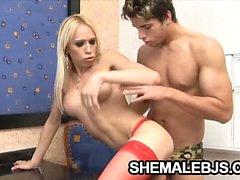 Роговой транссексуал Является Шакира Maya со своим партнером возбуждены для того чтобы