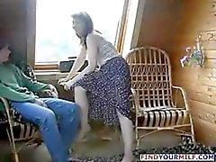 Braunhaarig Russische Mutter entführt Freundin der Sohn und er ihre fucks