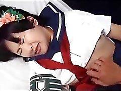Koulutyttö rapped sidottuja Bed & nuolaisi Fingered Fucked kellarikerroksessa