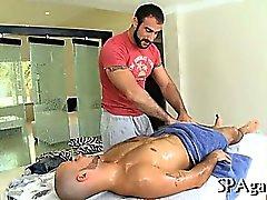 Reizvolles Massage für Stud