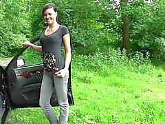 Makea saksalaisen tyttö on car seksiä luonnossa päättyi jossa näkyvät kasvojen