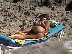 Espionner âge mûr doigté au abruti plage