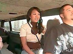 Jugendlich asian Liebste Reiten der Sex -Bus für einen Fick