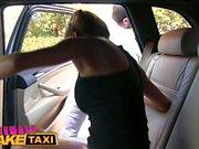 FemmeFakeTaxi Brunette baisée dans un coffre de voiture