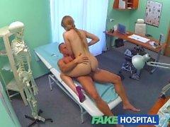 FakeHospital novio engañado quiere pruebas, pero se venga con el atractivo de la enfermera