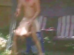 Porno boinking cortile posteriore effettuata da una coppia di innamorati eccitati
