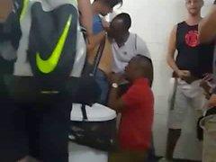 Umumi tuvalette bir çete