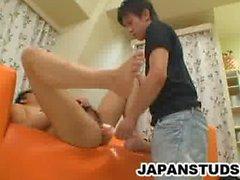 Azgın damızlık Keiji Mita kıçını oyuncak ile takılı alır