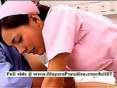 Naon Yoshizaki Seksikäs kiinalainen tyttö sijaitsee annetun bussimatka