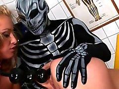 Fétichiste des filles dans de latex en utilisant des godes de de BDSM