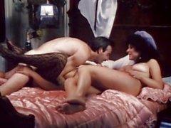 Шлюшка сука Ванессой -дель-Рио получает реальную Horny на кровати для одного горячего действия