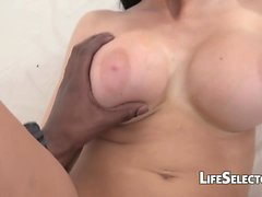 Aletta Ocean Fucks und saugt Big Black Cock in POV
