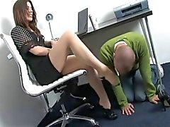 LA ADORACIÓN A en la oficina de