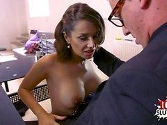 Brunette pornostar sesso e sborrata