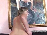 Busty blonde Nikki Sexx bekommt ihr Twat hart gefickt und nimmt